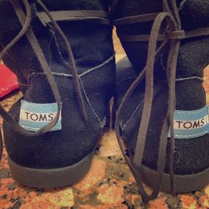 Toms suede boots size 8